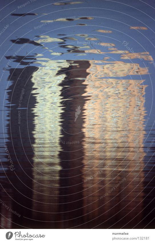 Unscheinbar II Wasser schön Himmel blau ruhig Farbe Gefühle Bewegung Gebäude Metall Wellen Architektur Hochhaus Insel Fluss einfach