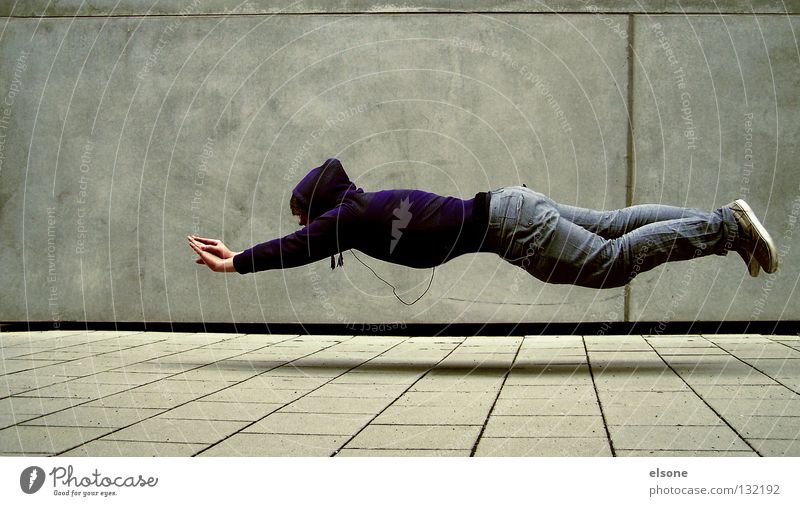 ::SUPERELSONE:: Schweben grau Beton utopisch falsch unmöglich Erfinden träumen Denken Wand Konzentration fliegen superkraft Mensch Typ elsone unerfüllbar