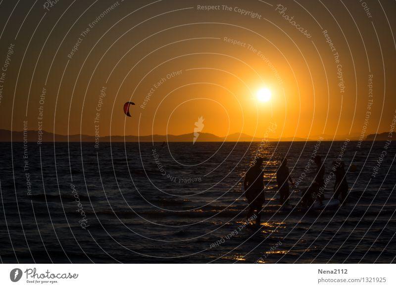 Untergang Mensch Familie & Verwandtschaft Freundschaft Jugendliche Leben Menschengruppe Luft Wasser Himmel Sommer Meer Schwimmen & Baden Bewegung Erholung