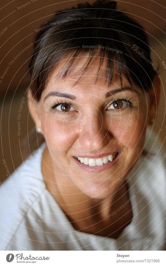 Porträt der klinischen Krankenschwester (Onkologie) Mensch Jugendliche Junge Frau weiß rot gelb Leben Liebe Gefühle sprechen Gesundheit Gesundheitswesen