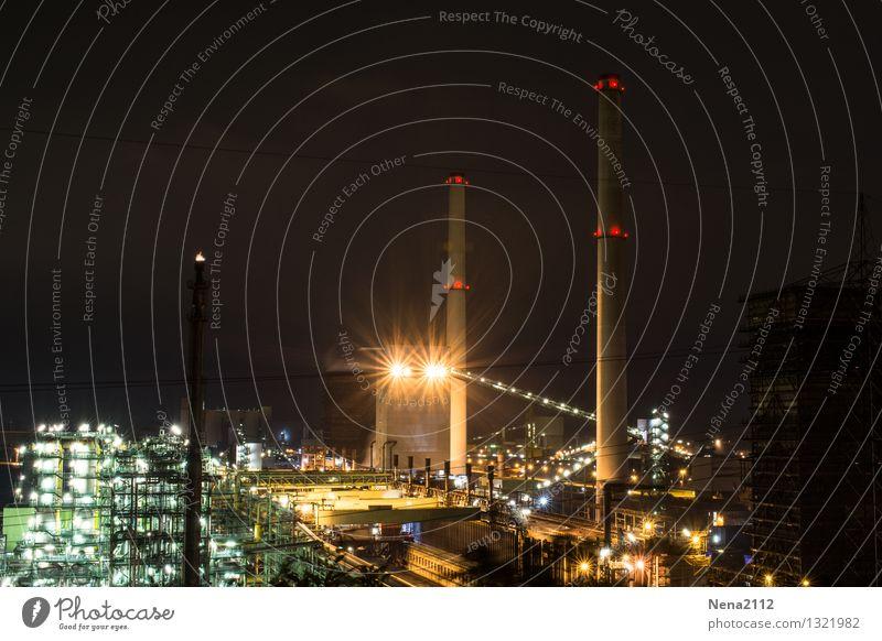 Nachtschicht I Technik & Technologie Energiewirtschaft Energiekrise Industrie Umwelt Luft Arbeit & Erwerbstätigkeit dunkel Schutz Ofenrohr Beleuchtung Fabrik