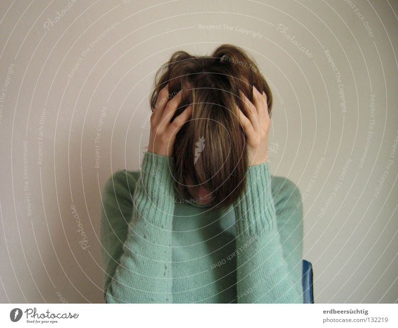Please stop it! Hand ruhig kalt Wand Haare & Frisuren Kopf Finger Trauer Stuhl Sehnsucht festhalten Schmerz Verzweiflung Pullover vergangen Erschöpfung