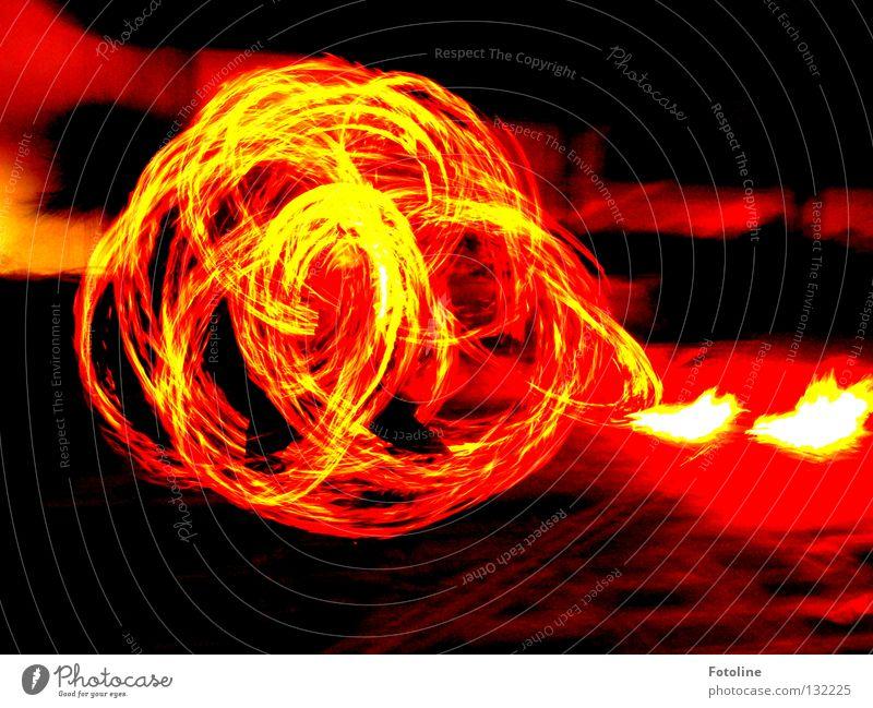 Feuerball Teneriffa Nacht Jongleur dunkel fantastisch Brand Strand Küste Lagune Künstler Flamme Funken flammenwerfer