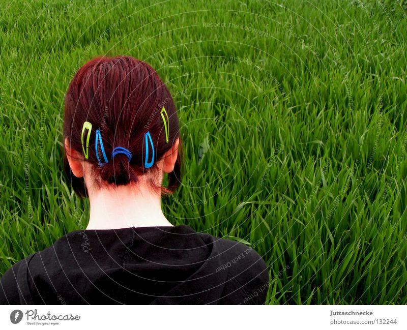 Alice im Wunderland I Frau Natur grün rot schwarz Wiese Gras Frühling Haare & Frisuren Denken Feld Ohr Frieden Gedanke Hals verloren