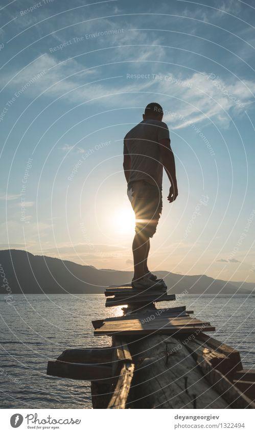 Junger Erwachsener vor Bergverdammung Mensch Himmel Natur Ferien & Urlaub & Reisen Mann schön Sommer Erholung Landschaft Wald Berge u. Gebirge Sport Glück