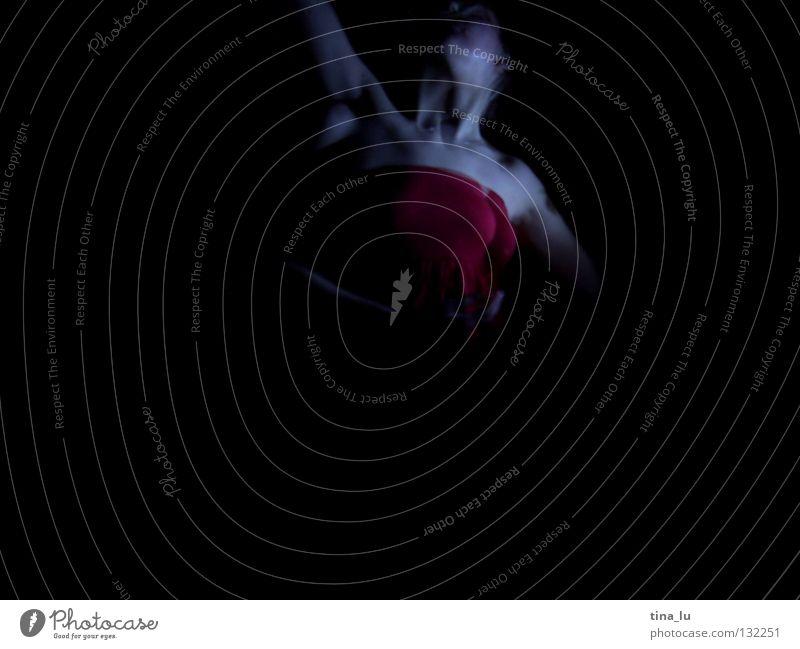 dancing in the dark V Frau Hand schön rot dunkel feminin Bewegung Tanzen Haut Arme elegant 3 ästhetisch Körperhaltung Flügel geheimnisvoll