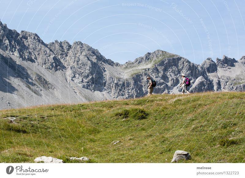 Im Sauseschritt Mensch Natur blau schön Sommer Erholung Landschaft Berge u. Gebirge Senior Bewegung Gras grau Stimmung Tourismus Erde wandern