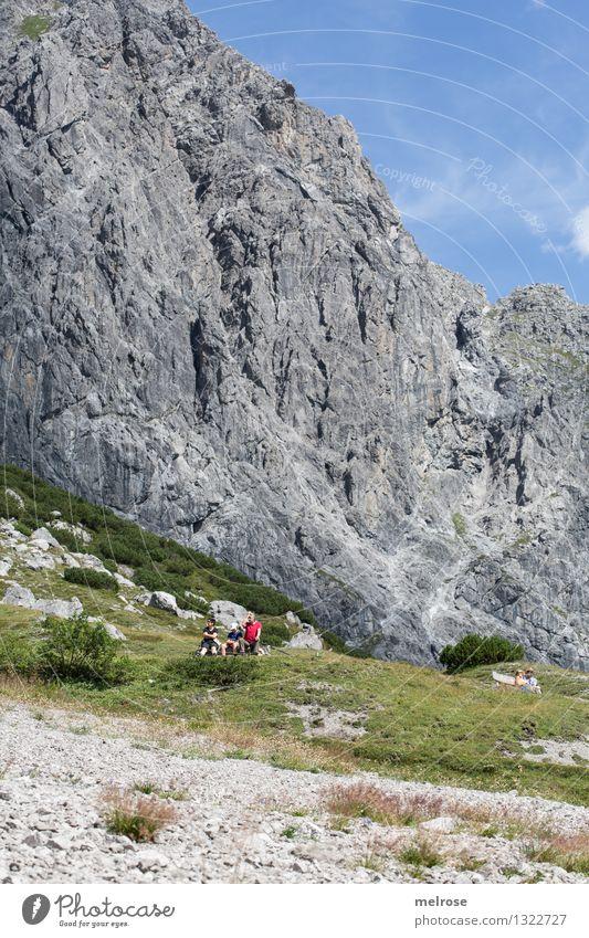 Der Berg ruft Mensch Himmel Natur blau grün Sommer Erholung Landschaft Wolken Erwachsene Berge u. Gebirge grau Felsen Freundschaft Tourismus Erde