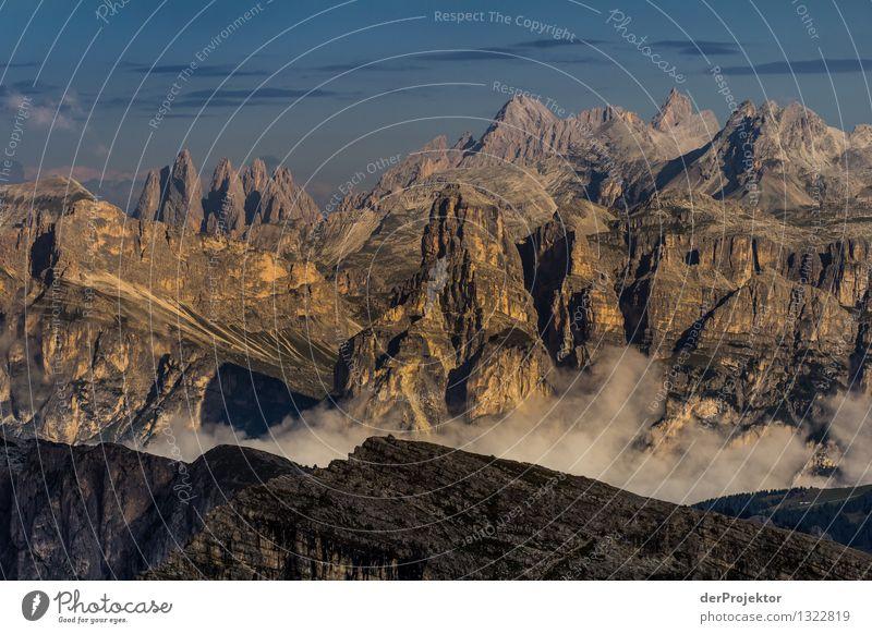 Sonnig bis wolkig im Massiv Natur Ferien & Urlaub & Reisen Pflanze Sommer Landschaft Tier Ferne Berge u. Gebirge Umwelt Gefühle Freiheit Felsen Nebel Tourismus