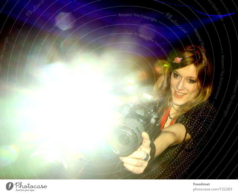 und jedes molekül bewegt sich Frau Bewegung schön Sonne Freude Gesicht lachen Arbeit & Erwerbstätigkeit Tanzen Beleuchtung Suche süß Perspektive Aktion heiß Fotokamera
