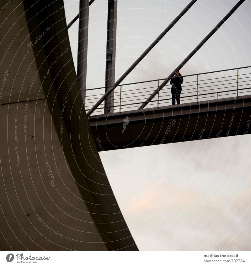 THERE WILL BE A BETTER DAY Frau Himmel schön Einsamkeit dunkel kalt oben Berlin grau Stein Wind warten Beton hoch Suche Brücke