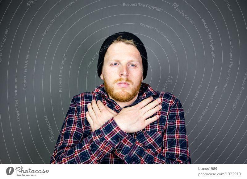Hipster Lifestyle Stil Mensch maskulin Junger Mann Jugendliche Erwachsene 1 18-30 Jahre Mode Hemd Mütze Bart Vollbart trendy schön einzigartig kalt frieren