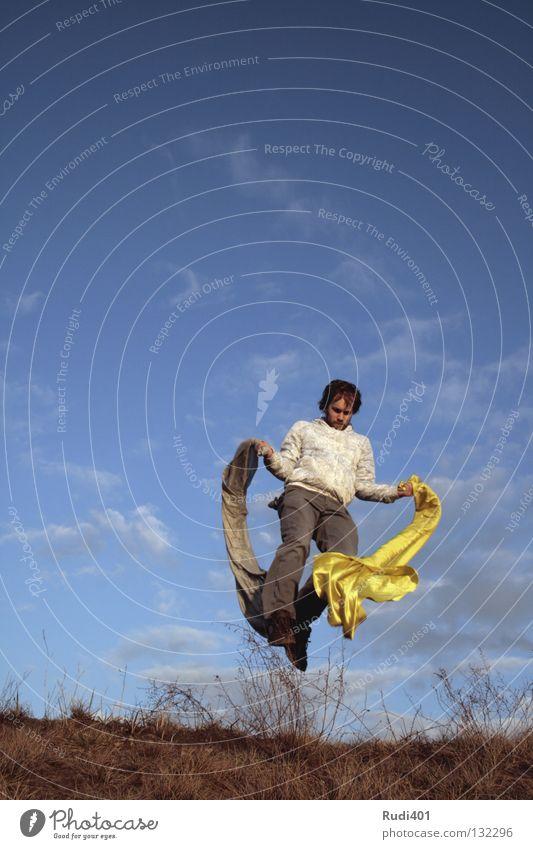 kong-fu chinesische Kampfkunst gelb grau springen Bewegung hüpfen Froschperspektive Schweben Freude Spielen Tuch Tanzen Himmel fliegen