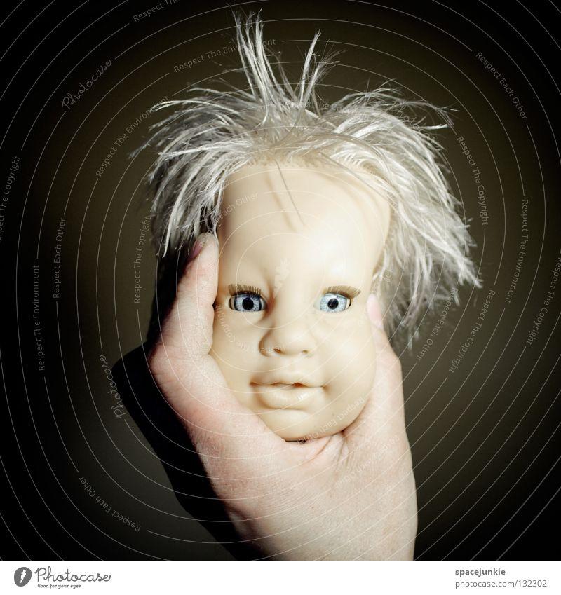 headache Kopfschmerzen drücken zerquetschen Spielzeug bedrohlich beängstigend blond Chucky gruselig Horrorfilm böse süß niedlich Handpuppe Marionette Freude
