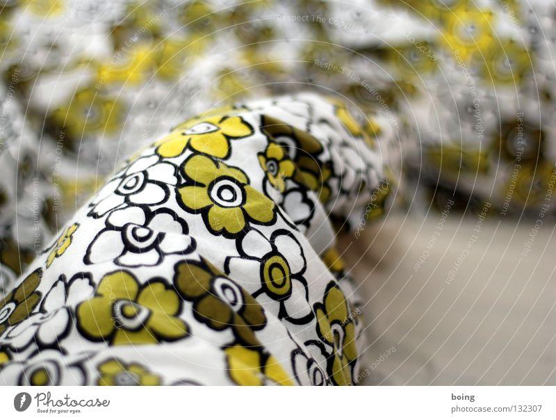 Liegewiese grün Pflanze Blume Wärme träumen schlafen Bett weich Physik Bettwäsche Decke Haushalt Kissen Schlafzimmer Bettdecke aufwachen
