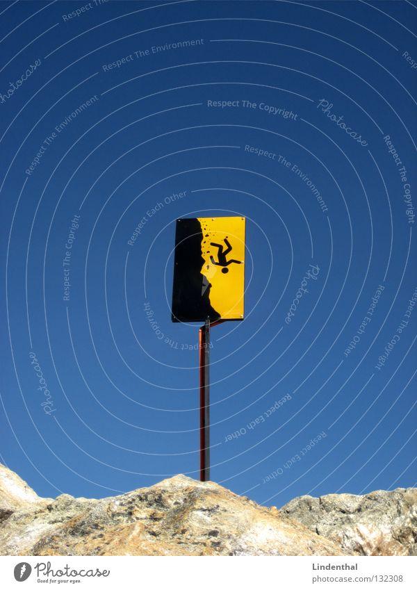 Abwärts Himmel blau oben Berge u. Gebirge Schilder & Markierungen Felsen Klettern fallen Spitze Gipfel Sturz steigen Respekt Verbote Warnhinweis Vorsicht