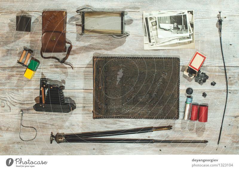 Ferien & Urlaub & Reisen alt schwarz Stil Mode braun Tisch Fotografie Papier retro Grafik u. Illustration Fotokamera Nostalgie Entwurf Accessoire Linse
