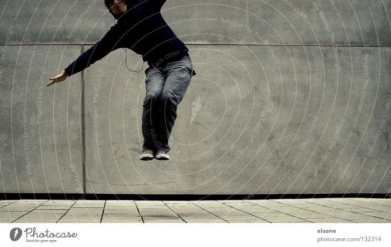::JUMPER:: springen hüpfen Mann Wand Beton Mauer Mensch fliegen Typ elsone Wege & Pfade