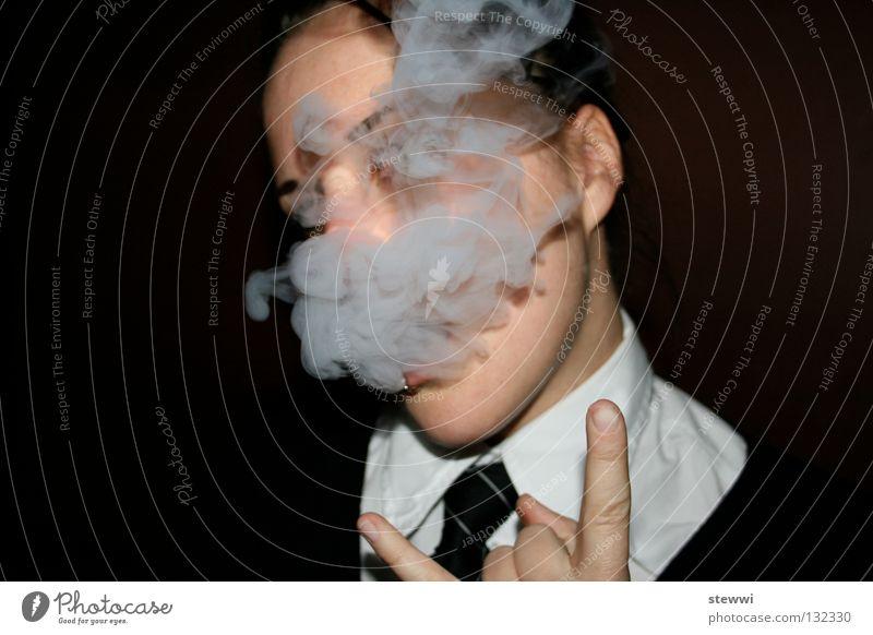 school's out II Frau Coolness Rauchen einzeln Rauch gestikulieren Teufel Laster rebellisch Unbekümmertheit herausfordernd provokant inhalieren Zigarettenrauch Vor dunklem Hintergrund Nur eine Frau allein