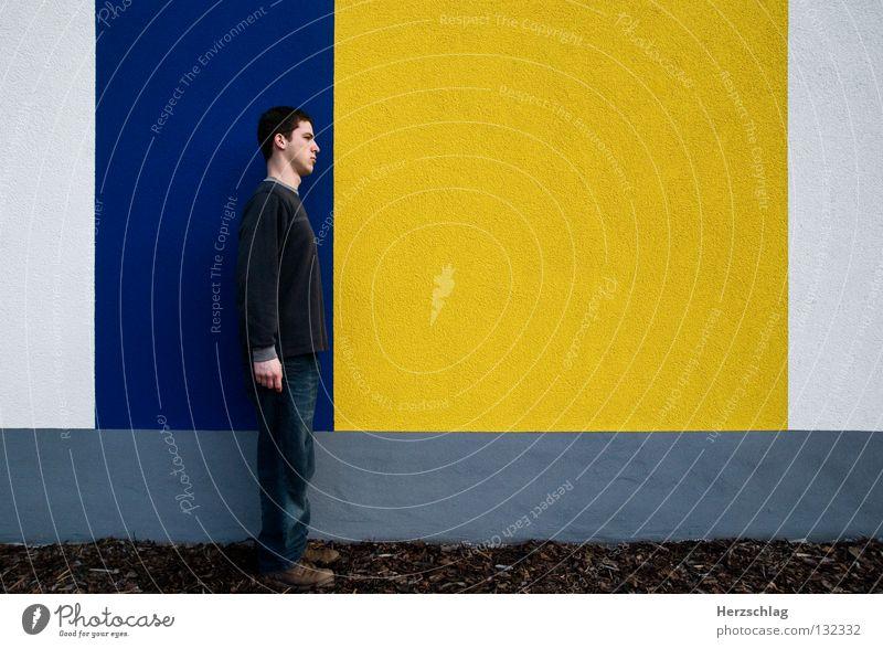 BlauGelb.Blockade Mann blau gelb Farbe Wand Linie warten Horizont Macht Kommunizieren stehen Barriere links vertikal rechts horizontal