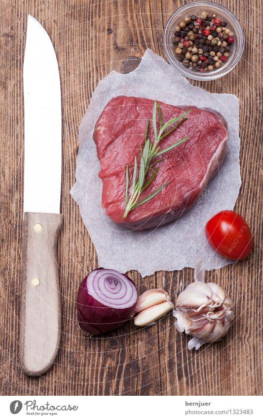 Steak rot Essen Holz Lebensmittel liegen authentisch Kochen & Garen & Backen einzigartig Papier Kräuter & Gewürze Gemüse gut Bioprodukte Fleisch Messer Tomate