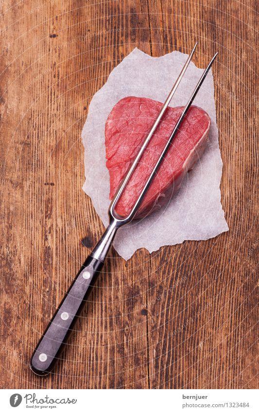 Meat Love Lebensmittel Fleisch Gabel gut Ehrlichkeit Steak Rindersteak Fleischgabel roh Holz rustikal Portion Rindfleisch Lende Rinderlende Rinderfilet