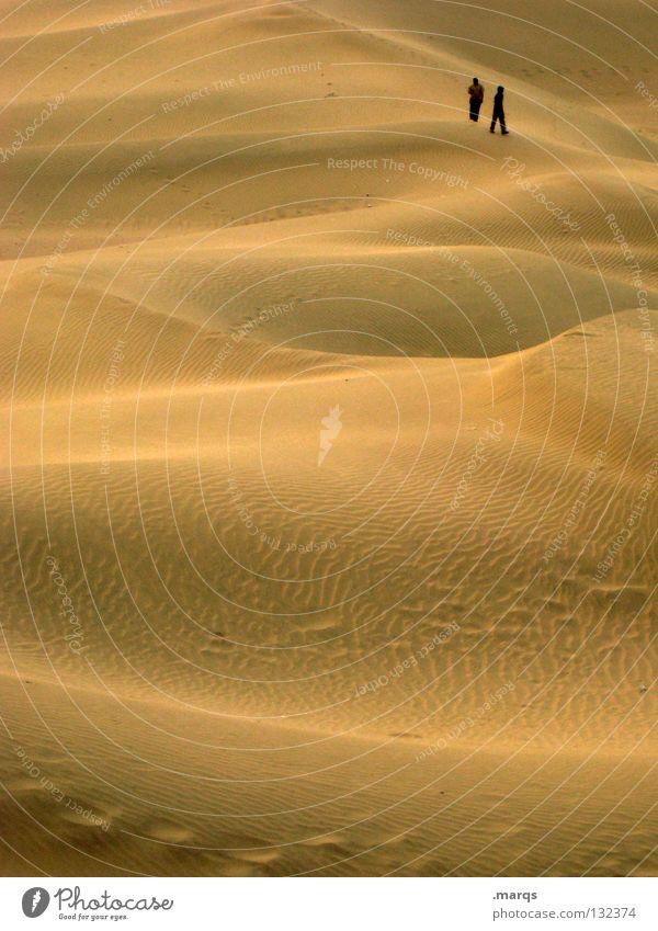 Lost in Khuri Mensch Natur Ferien & Urlaub & Reisen Sommer Einsamkeit Ferne Landschaft Wärme Sand Erde Angst Suche Hügel Wüste Spuren Physik