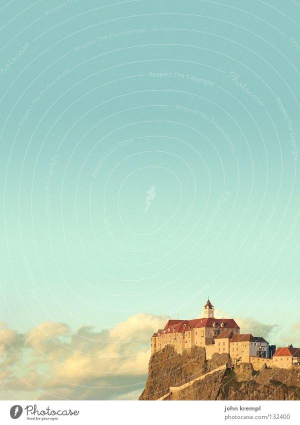 riegersburg Himmel Sonne Wolken gelb Berge u. Gebirge Felsen Denkmal Österreich Wahrzeichen kämpfen zyan Ritter Hexe Mittelalter Abendsonne