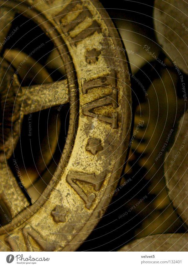 Clock gelb Tilt-Shift Industrie hours five three four pulley work machinery device gear mechanism mechanical watch