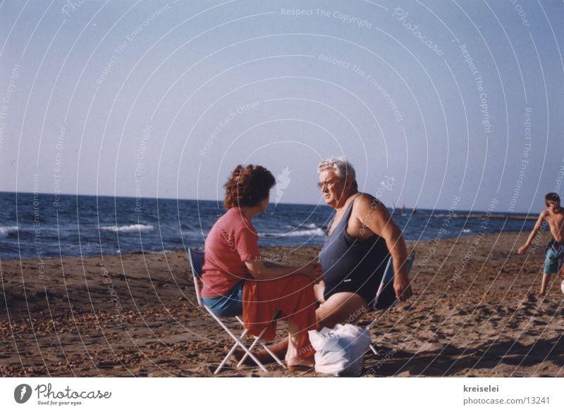 Picknick am Strand Mensch Wasser Ferien & Urlaub & Reisen Menschengruppe Paar