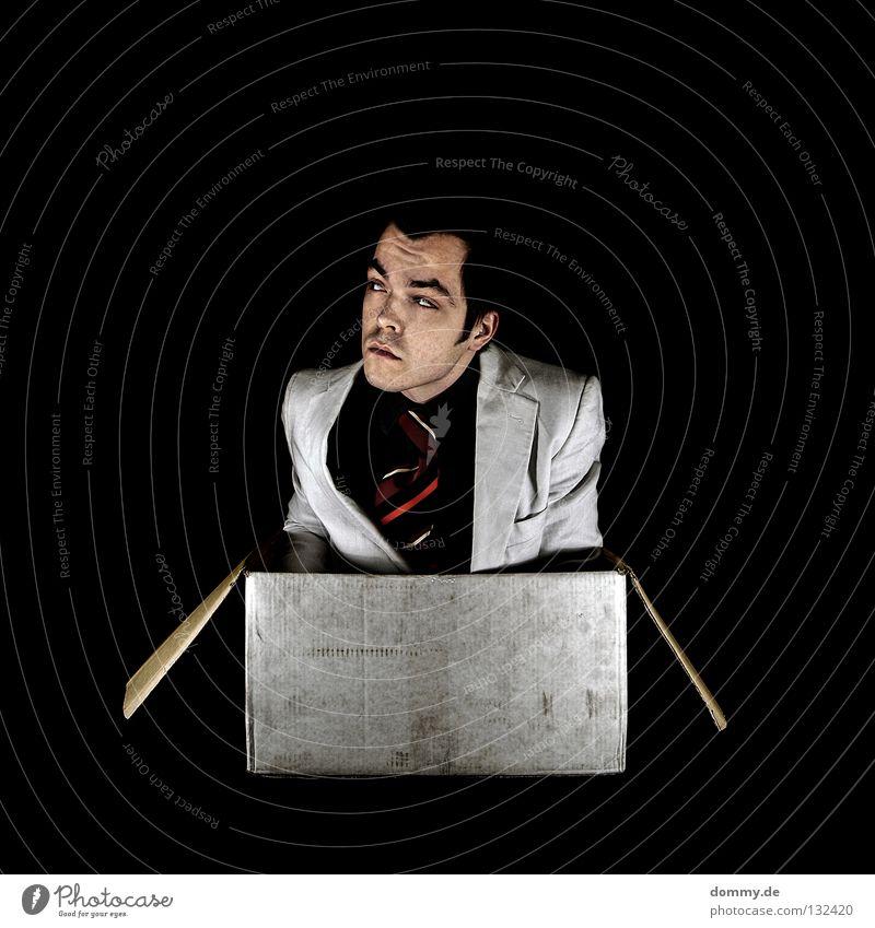 boxed II Mann Hand schwarz dunkel Kopf Haare & Frisuren lustig Mund Nase Finger Lippen Hemd Anzug Lautsprecher Karton kommen