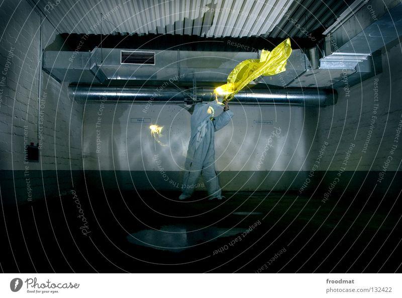 keep da fire burnin Cottbus grau-gelb Parkhaus Anzug Gummi Kunst dumm sinnlos ungefährlich verrückt lustig Freude durchsichtig Licht Schlafsack Winter Physik