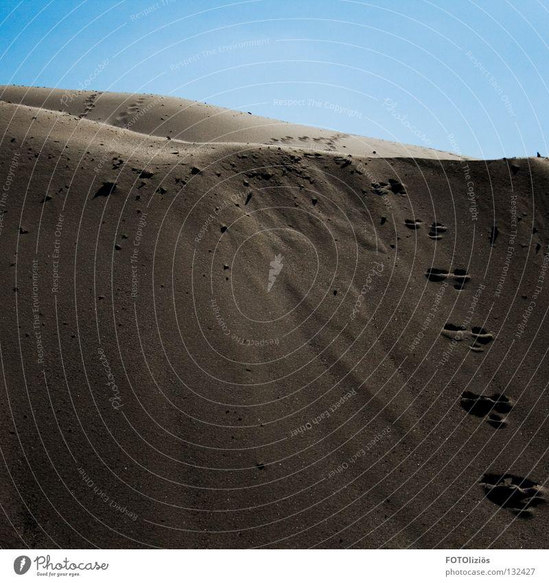 wüstenfeeling im sandwerk II Himmel Strand Fuß Sand Wüste Spuren Hügel Fußspur Korn Schönes Wetter Sandkasten Sandkorn
