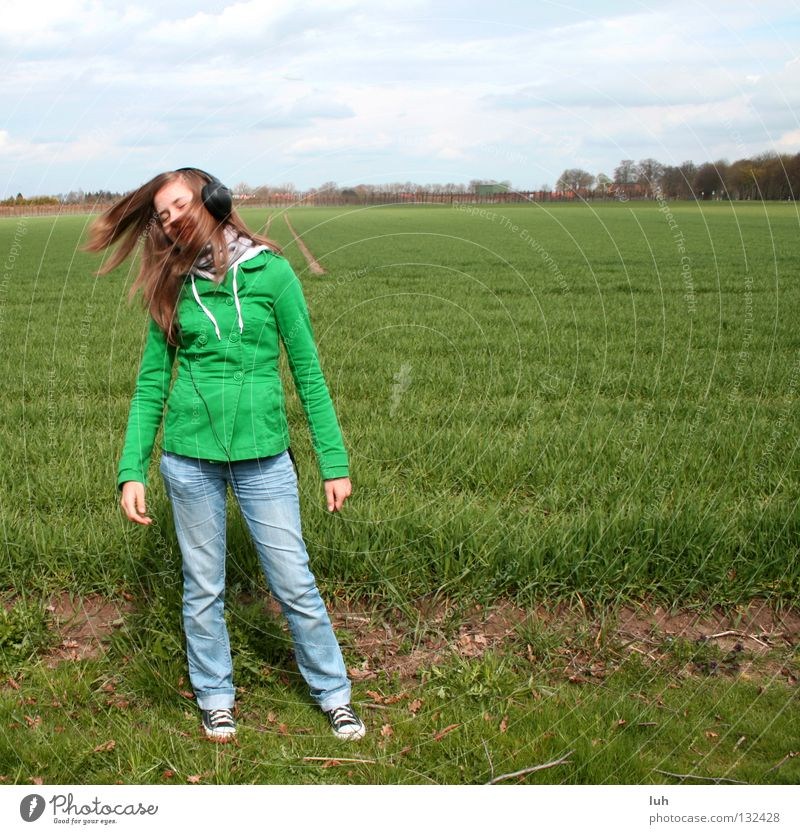 get over it Feld Wiese Hintergrundbild grün Gras Dorf Kuhdorf Horizont Kopfhörer Musik schütteln Ton Lied Tanzen verrückt Jugendliche Leben Konzert Rasen