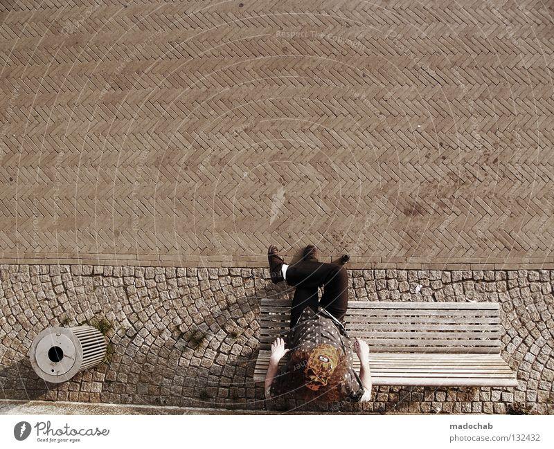 MEIN TAG Mensch Mann Erholung Pause Gelassenheit genießen Müllbehälter Stadt Sommer Physik Vogelperspektive Muster Freizeit & Hobby Wochenende Bank Typ sitzen