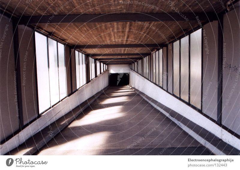 Tunnelblicke Einsamkeit hell Industrie Bahnhof