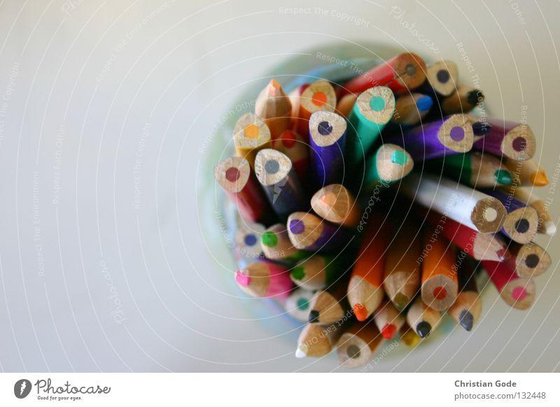 Buntstifte Schreibstift mehrfarbig rot gelb grün Tisch Gymnasium Lehrer Auswahl Vogelperspektive Gemälde Behälter u. Gefäße Bildung Kunst Kunsthandwerk Handwerk