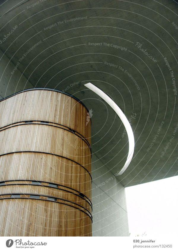 sakraler Bau Einsamkeit kalt Holz Architektur grau Beton modern Kirche durchsichtig Öffnung puristisch