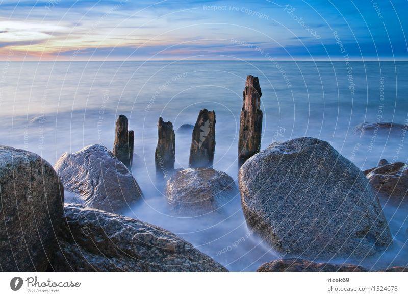 Abends an der Ostseeküste Natur Ferien & Urlaub & Reisen alt blau Wasser Meer Landschaft Wolken Küste Stein Tourismus Idylle Romantik Abenddämmerung