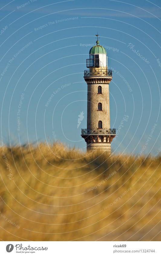 Leuchtturm Natur Landschaft Wolken Gras Küste Turm Architektur Wahrzeichen blau gelb Ferien & Urlaub & Reisen Tourismus Warnemünde Himmel Düne Dünengras sonnig
