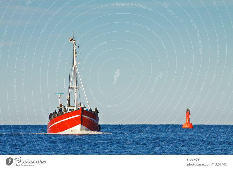 Fischerboot Natur Ferien & Urlaub & Reisen blau Farbe Wasser Meer rot Landschaft Wolken Wasserfahrzeug Tourismus Ostsee Tradition Nostalgie