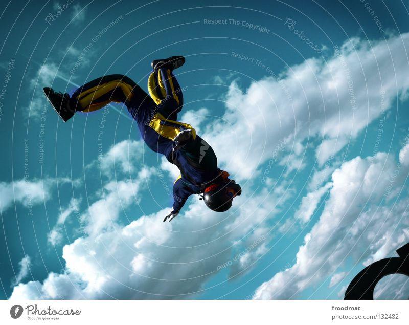 500 Wolken Aktion Sport Jubiläum Helm Schutzhelm Fallschirm springen Schwerelosigkeit Schweiz Strömung Zufriedenheit Windzug Schweben Manöver lässig