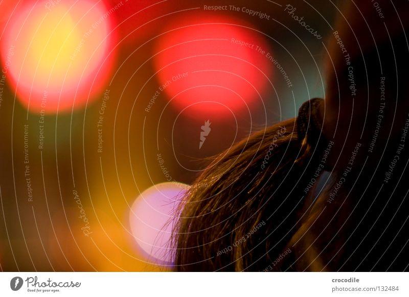 Hair Zopf rot gelb Kreis Unschärfe Offenblende Gastronomie Nacht Frau feminin braun violett Makroaufnahme Nahaufnahme Freude Haare & Frisuren haargummi Licht