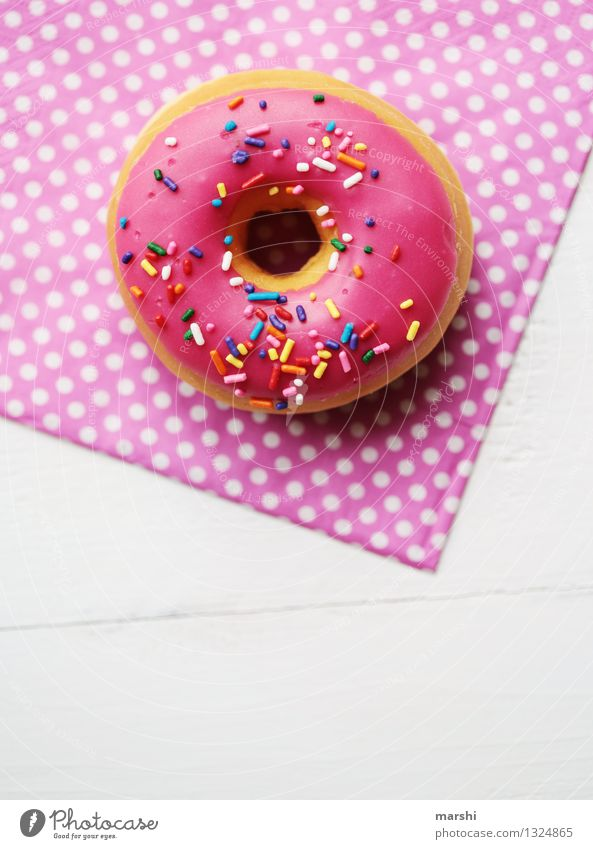 only for the girls Lebensmittel Dessert Süßwaren Ernährung Essen Gefühle Stimmung Krapfen rosa Streusel Serviette gepunktet süß Kalorienreich verführerisch