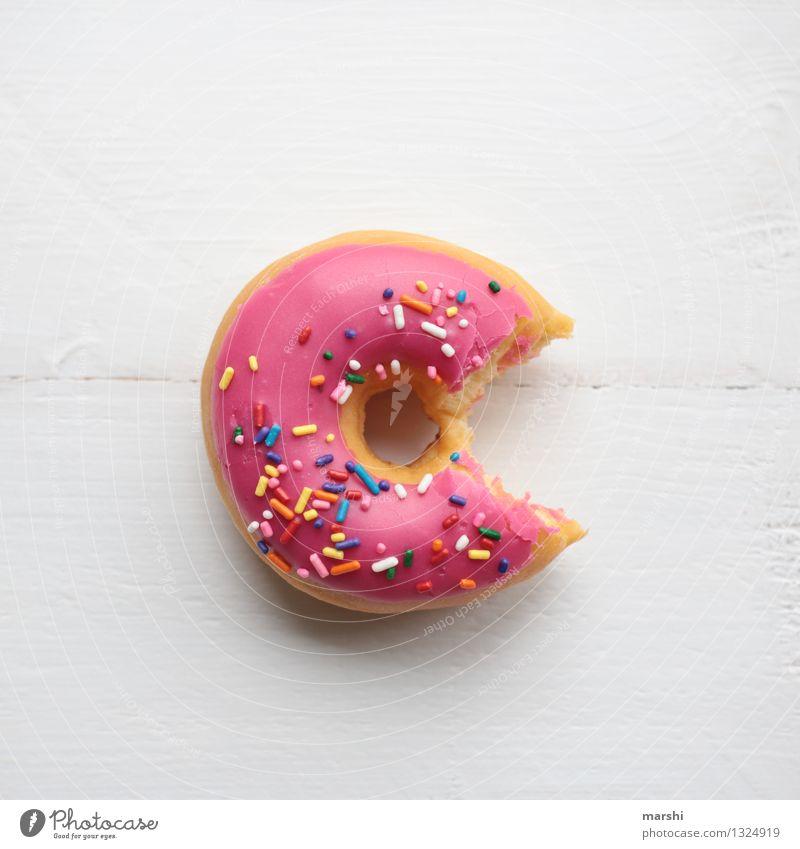 sweet pac man Essen Lebensmittel Stimmung rosa Ernährung süß lecker Süßwaren Dessert verführerisch Krapfen beißen Kalorie Fingerfood Streusel Kalorienreich