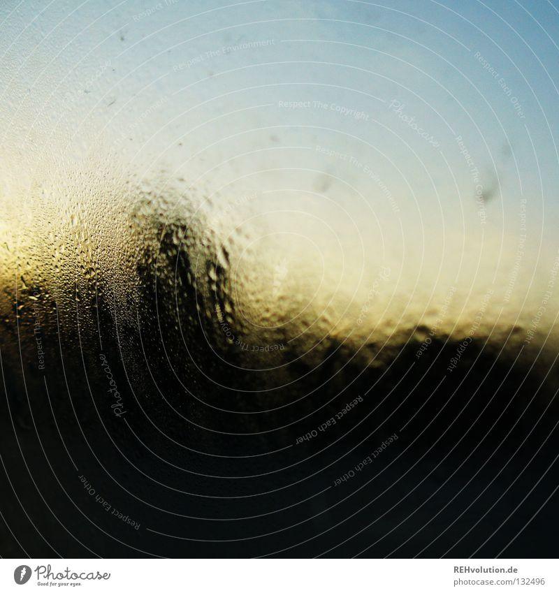 sonnenaufgang in witten ausm auto Himmel PKW hell Wassertropfen nass Aussicht Sonnenaufgang feucht Fensterscheibe gelehrt aufwachen aufstehen Kondenswasser