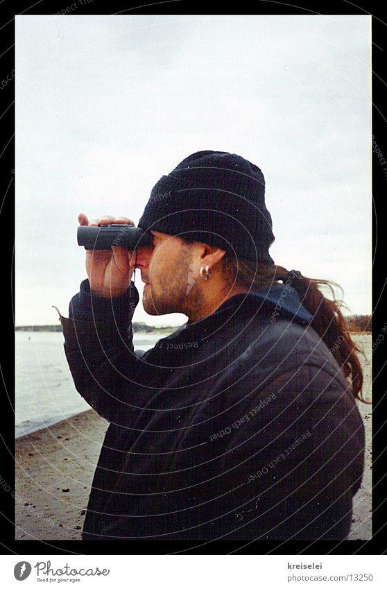 der Spanner Fernglas Mann Aussicht Voyeurismus Blick Ferne beobachten
