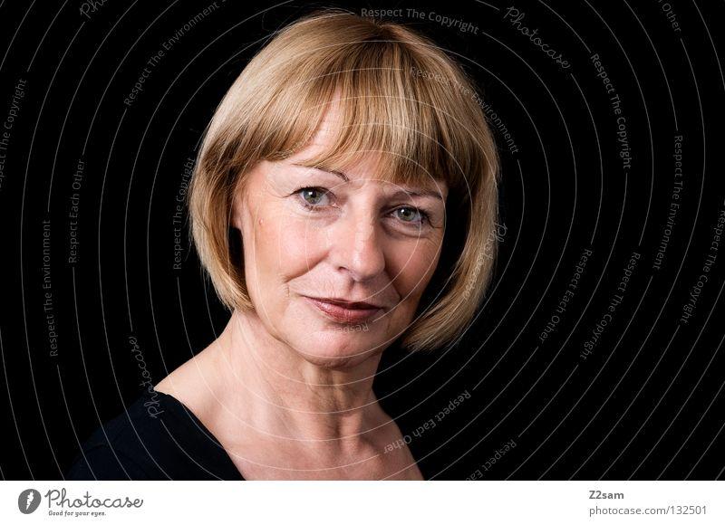 portrait Frau Mensch Natur Porträt schön alt Gesicht schwarz Auge feminin Gefühle Haare & Frisuren Kopf Zufriedenheit blond hoch