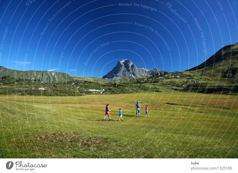 Widderstein 4 Mensch Umwelt Natur Landschaft Wolkenloser Himmel Sommer Klima Schönes Wetter Gras Felsen Alpen Berge u. Gebirge Gipfel blau grün bregenzerwald