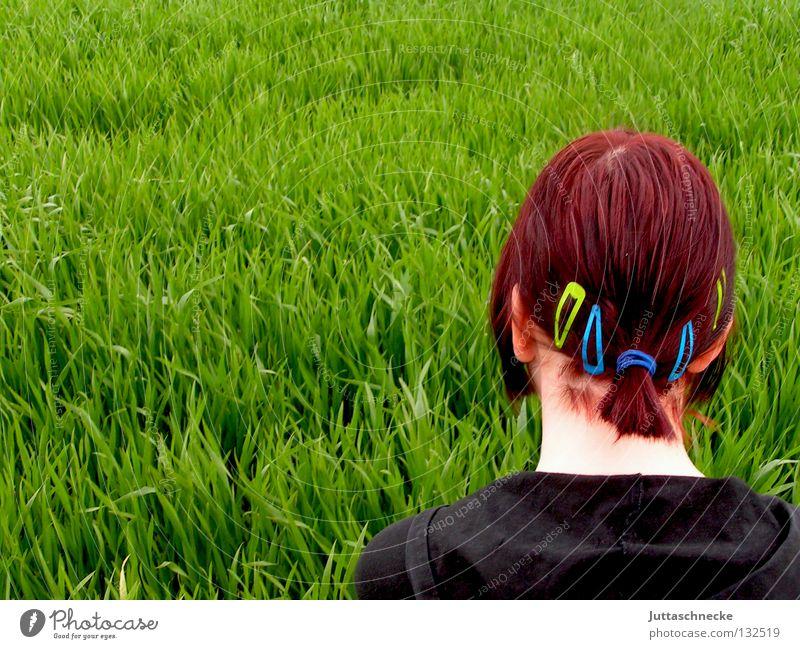 Düngt euren Rasen mit altem Motoröl Frau Natur grün rot schwarz Wiese Gras Frühling Haare & Frisuren Denken Kraft Feld Ohr Frieden Gedanke